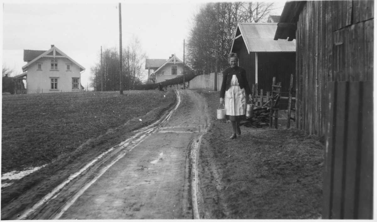 Fru Elfrida Marie Danielsen i Villavegen på Bjørkelangen. Gift med overkonduktør Henry Danielsen på Urskog-Hølandsbanen.