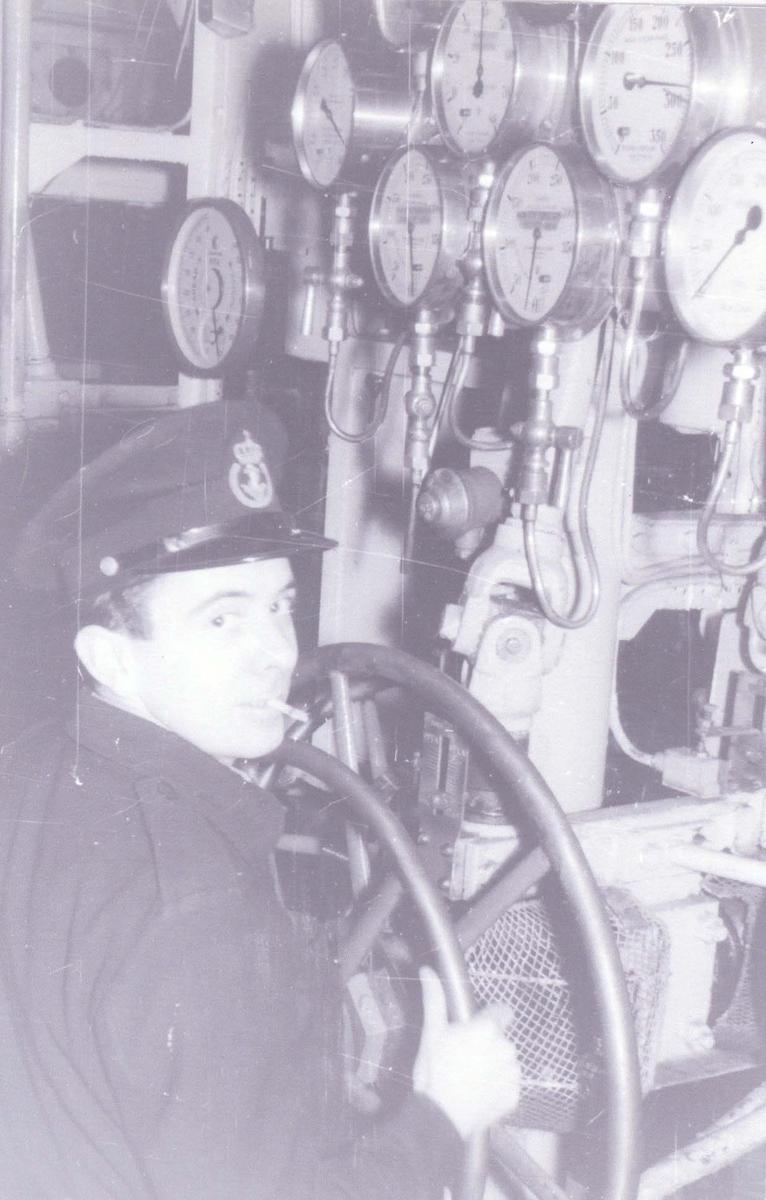 Enkeltbilde. Fra maskinrommet på C-kl jager KNM Oslo. ca 1965.