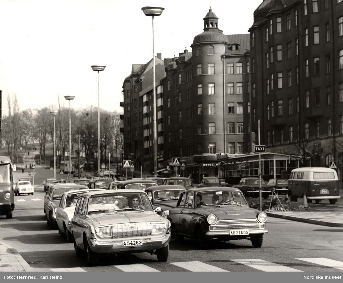 Trafiksituation på Drottningholmsvägen vid Fridhemsplan  med Kronobergsparken i bakgrunden