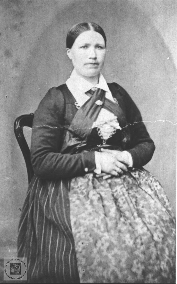 Portrett Berte Heddeland, Øyslebø.