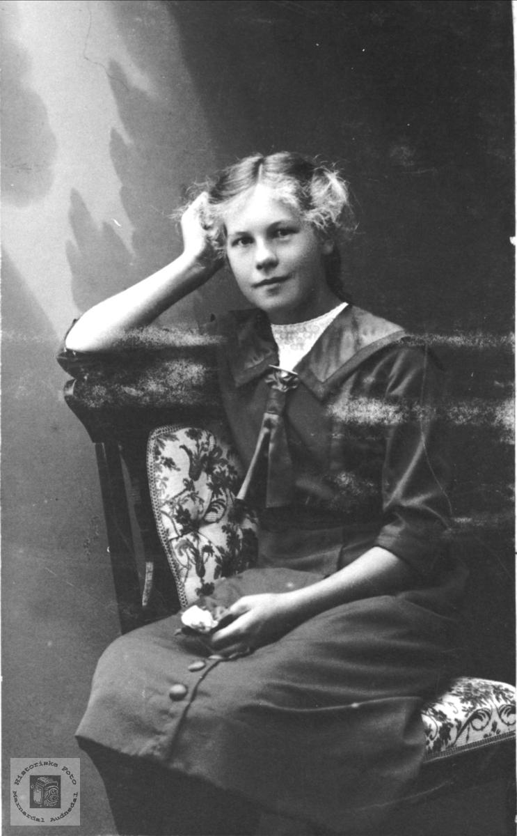 Portrett av Ingeborg Eikeland, Holum.