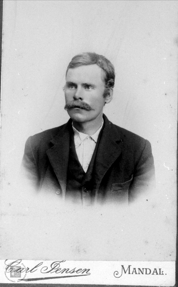 Portrett av Gunder Tjomsland, Laudal.
