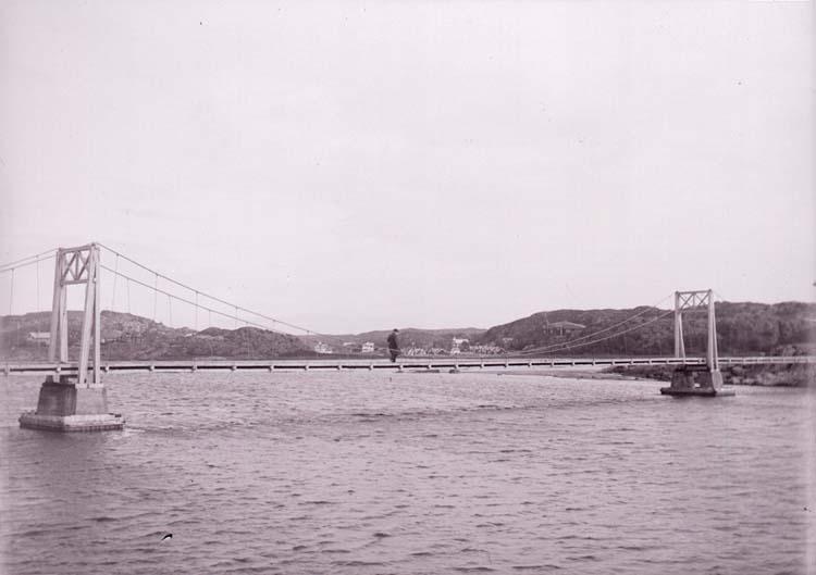 """Enligt text som medföljde bilden: """"Roddklubbens bro i Långedrag. Sept. 09""""."""