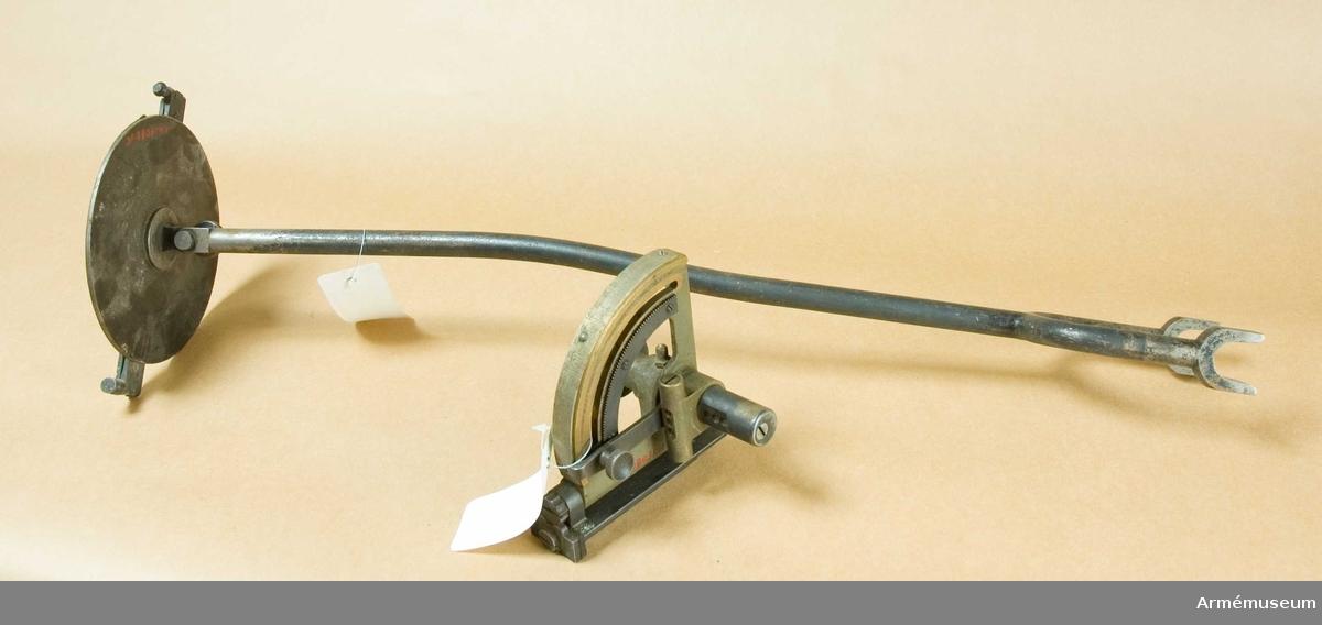 Grupp E X. Samhörande med 6 cm granatkastare m/1918 är avfyringslina med 2  block, 4 st krampor, 4 st bäddningspålar, bäranordning,  transportskydd, 2 st bärselar, 2 st bärstänger,  eldriktningsskärmar, stagrör, 4 st pinnar, mynningsfodral,  nyckel till lagerhylsa, höjdriktinstrument, sidriktinstrument,  viskare.       8 cm grk fm/1920 m.m.