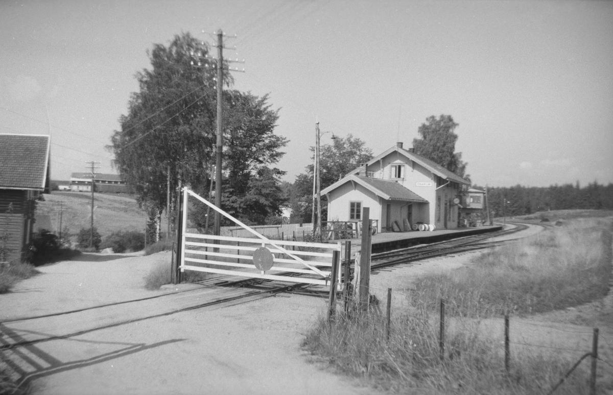 Snarum stasjon og planovergang