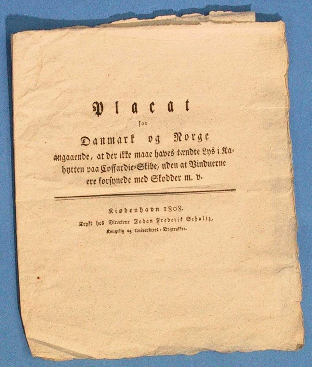 """Offentlig bestemmelse for skipsfarten, trykt på papir,  hos Directeur Johan Frederik Nehultz,   Kongelig og Universitets Bogtrykker.""""   Papir , et ark lagt dobbelt,"""