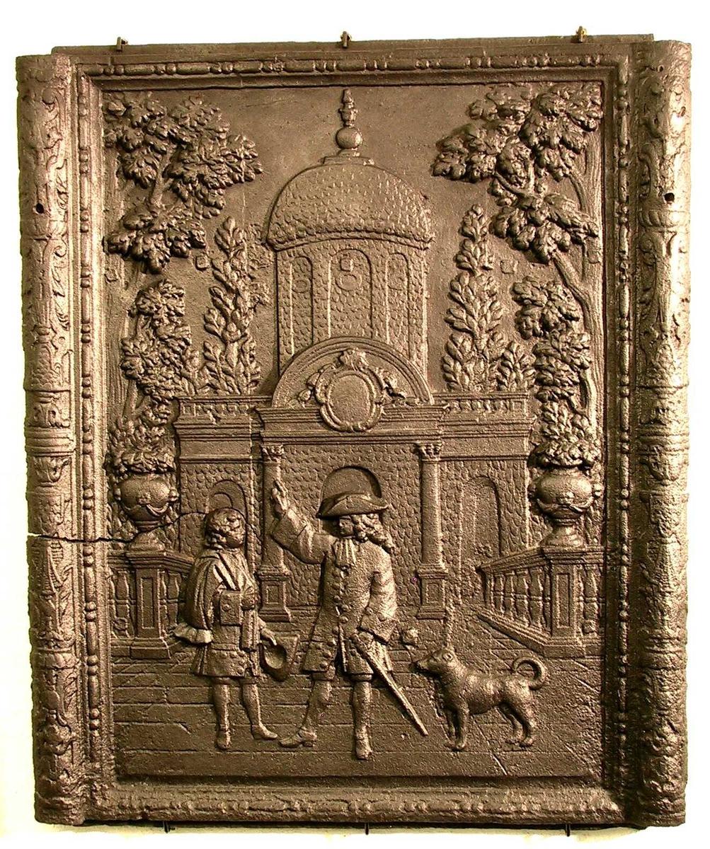 En herremann og hans tjener på en åpen plass foran et slott e.l.