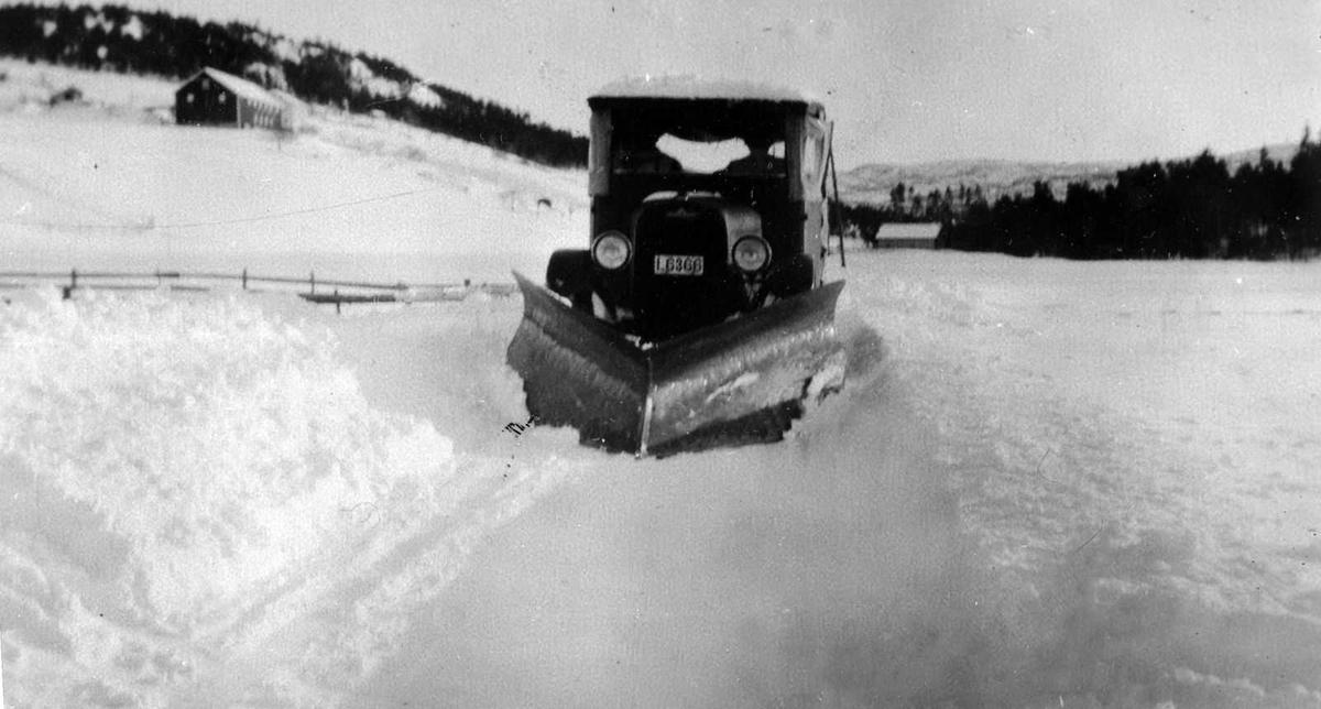 Åmlibilder samlet av Åmli historielag Brøytebil og rutebuss