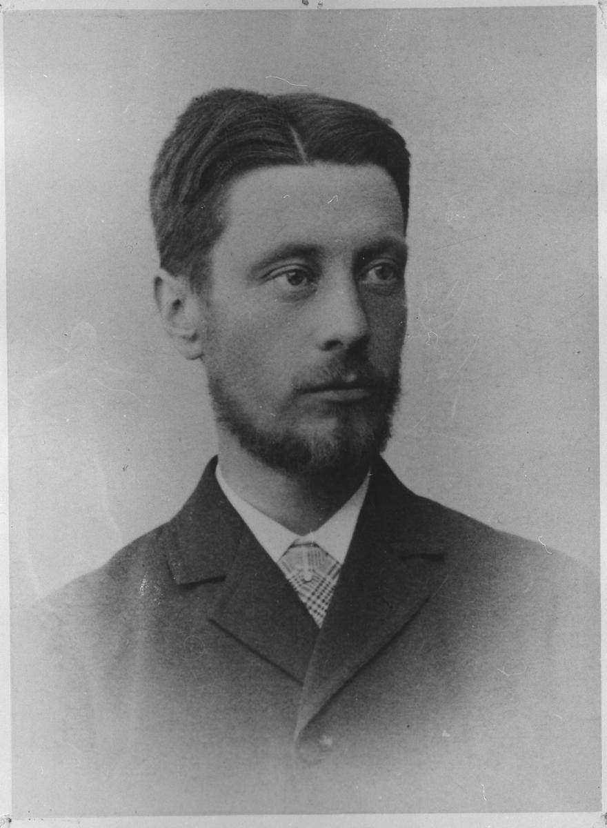Portrett av Gustav A. Devold.