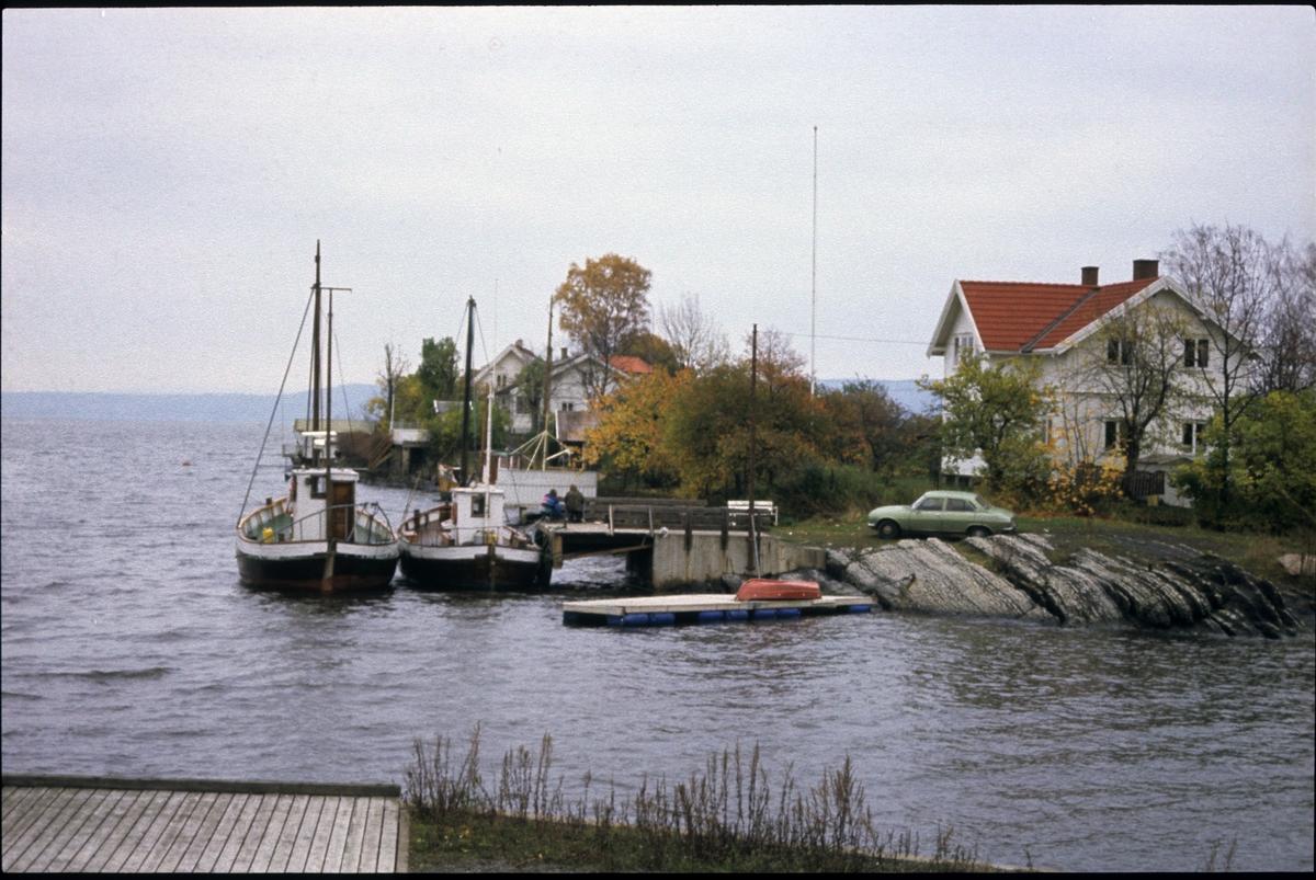 Fiskeskøyter under landligge i Vollen.