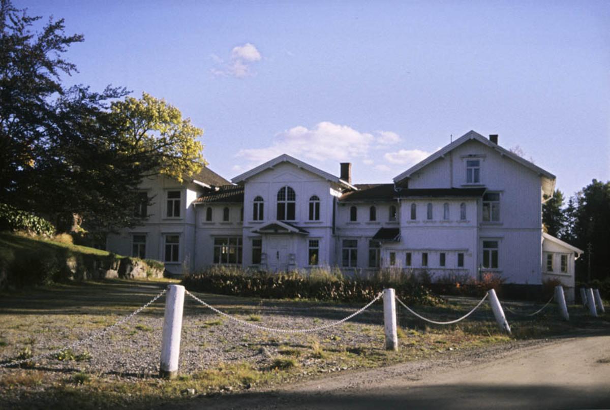 Hovedbygningen ved Losby Bruk