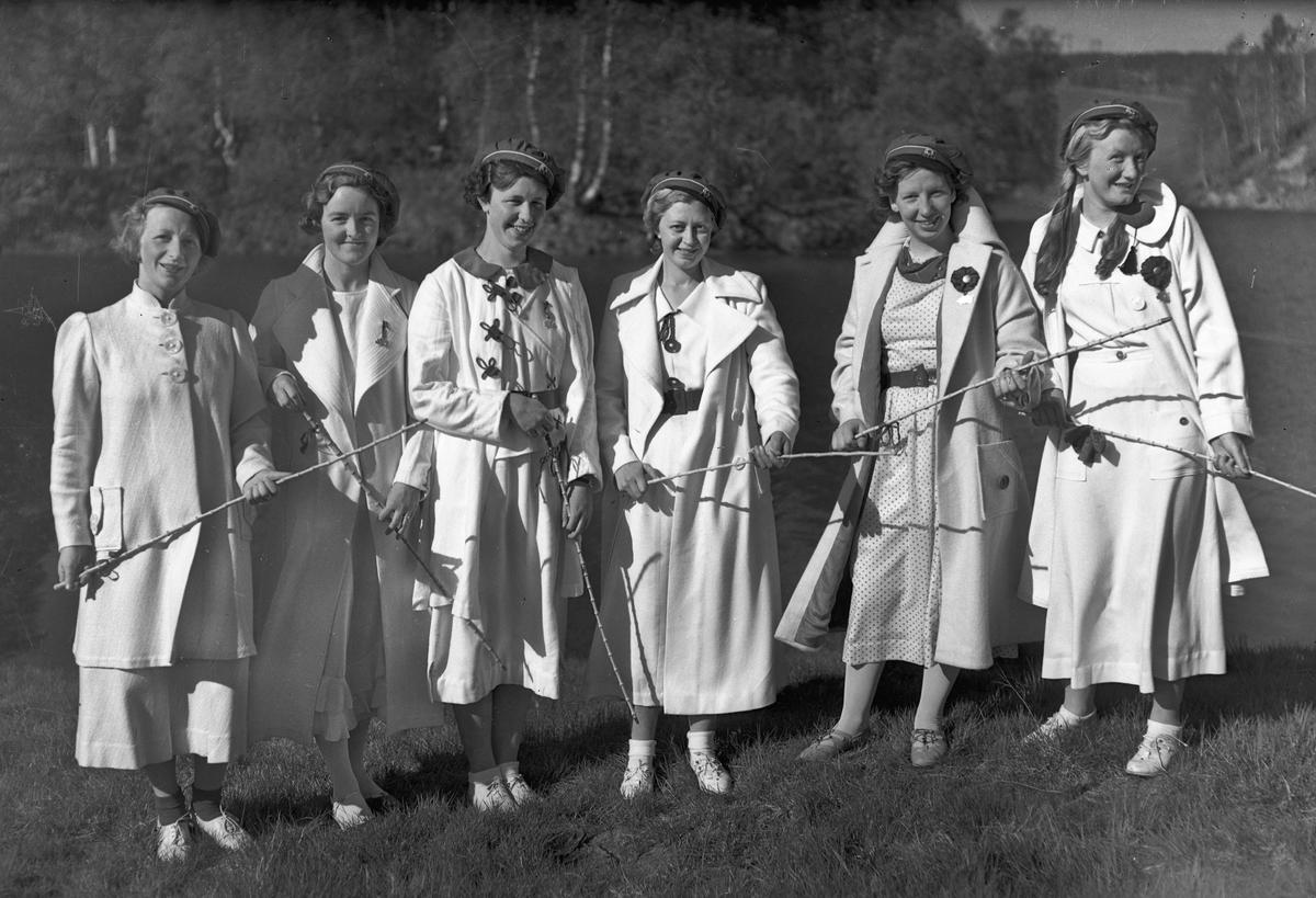 Russejenter. Marit Berge Sundli til høyre.