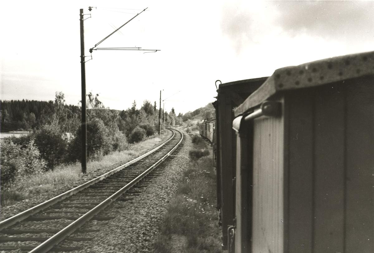 Tog til Sørumsand  ved Bingsfoss. Utsikt fra lokomotivførerplassen.