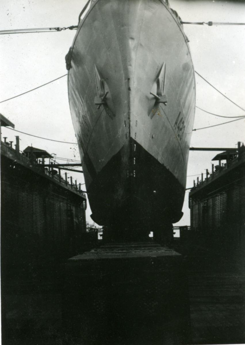 Album Ubåtjager King Haakon VII 1942-1946 Forskjellige bilder av båten.